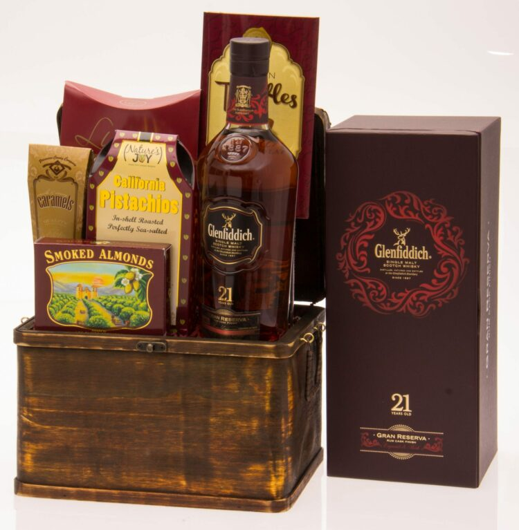 21 Sips Scotch Gift Basket, Glenfiddich Gift Basket, Glenfiddich Gran Reserva Gift Basket, Scotch Gift Basket, Engraved Glenfiddich Gifts, Engraved Scotch Gifts