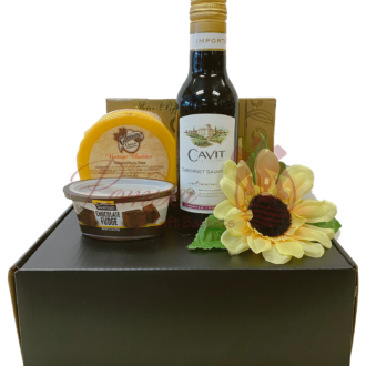Personal Picnic Wine Gift Set, wine cocktail kit, virtual cocktail kits, virtual meeting kits, wine gift for one, mini wine gift basket, wine for one, small wine gifts, zoom meeting kits, virtual holiday kits